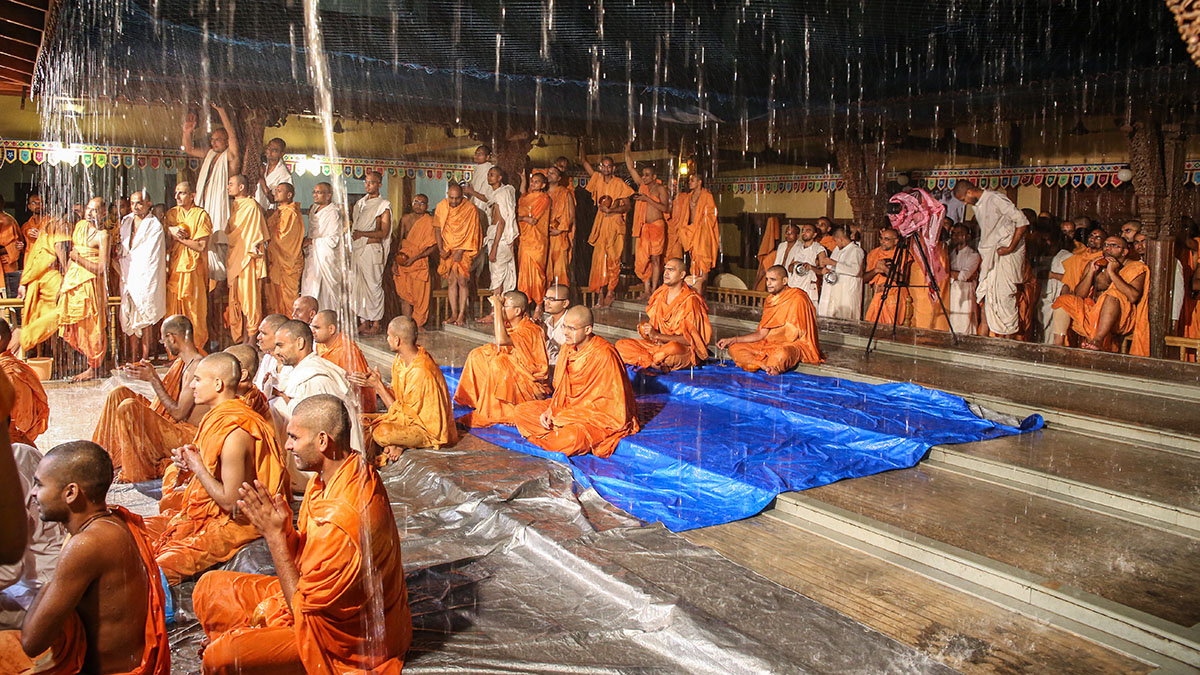 Amidst rain sadhus doing darshan of Swamishri