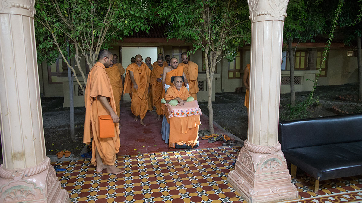 Swamishri on his way for darshan at the sabha mandap - assembly hall