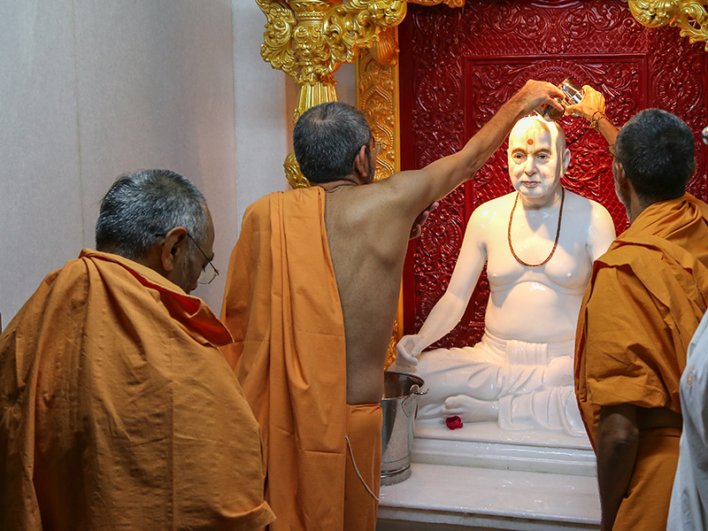 Abhishek of the newly consecrated murti of Pragat Brahmaswarup Pramukh Swami Maharaj
