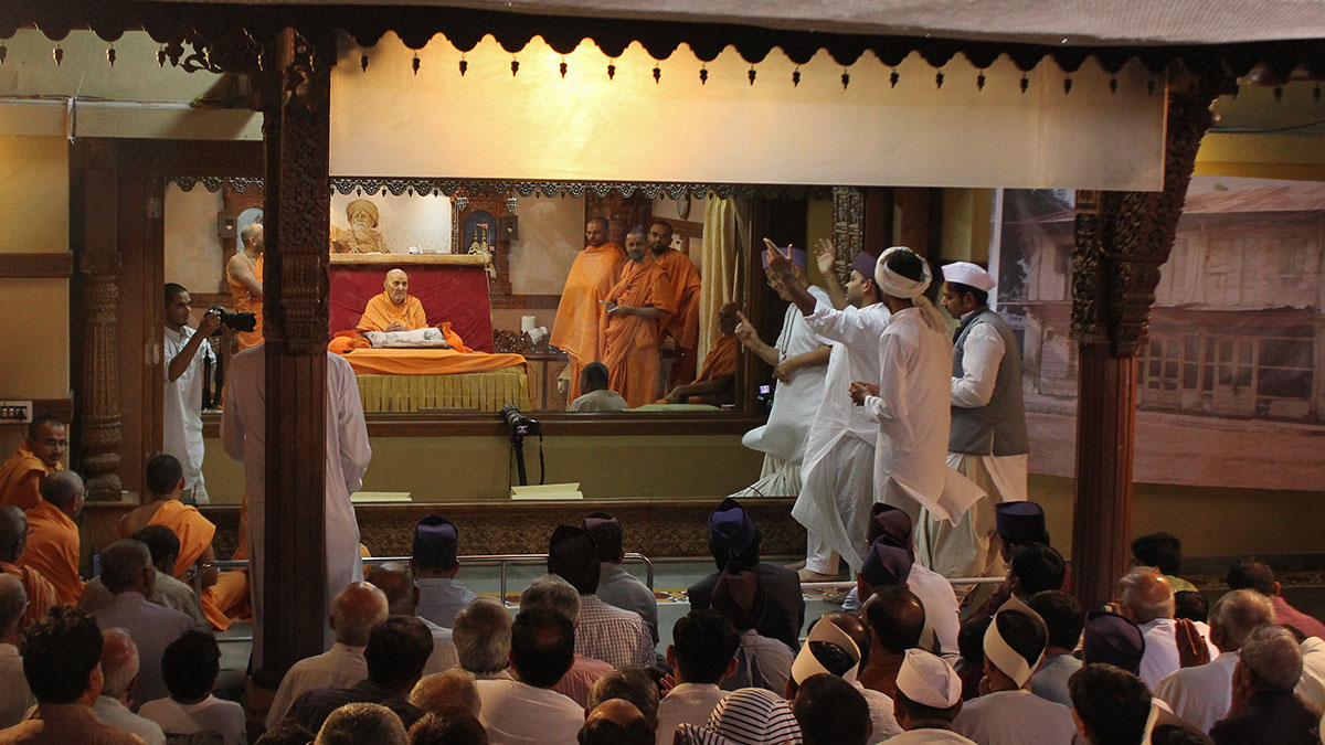 A skit presentation on the occasion of the 74th anniversary of Swamishri's gruhtyag