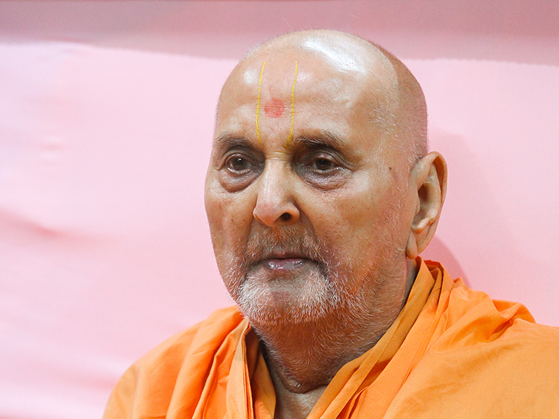 HH Pramukh Swami Maharaj in the evening