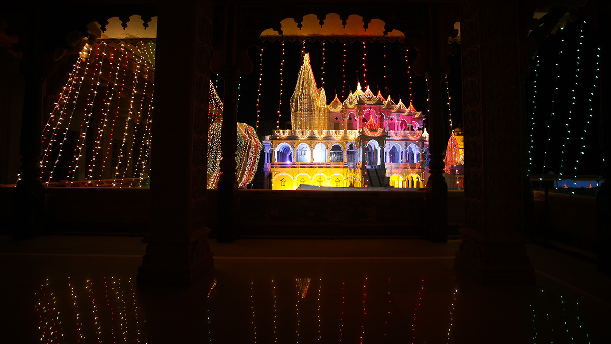 BAPS Shri Swaminarayan Mandir, Sarangpur decorated with lights