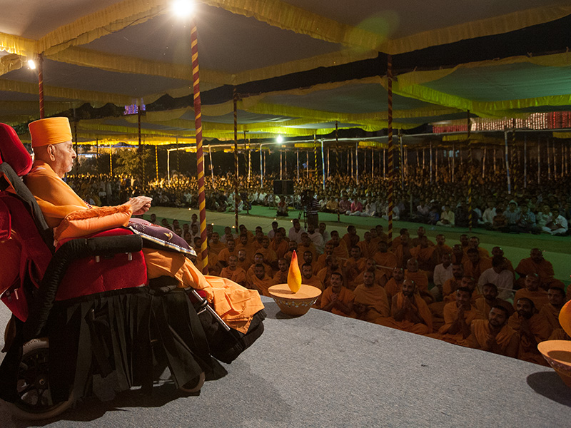 Swamishri bids 'Jai Swaminarayan' to all