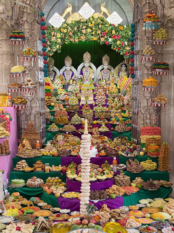 Annakut offered to Shri Dharmakul
