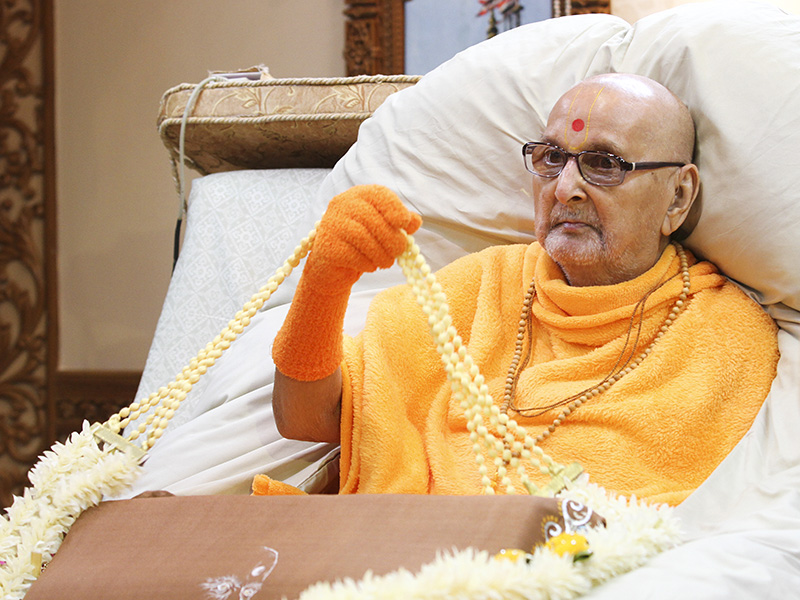 HH Pramukh Swami Maharaj is honored with garlands
