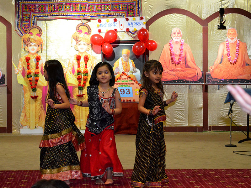 Pramukh Swami Maharaj 93rd Birthday, Mahila Celebrations 2013, Harrisburg, PA