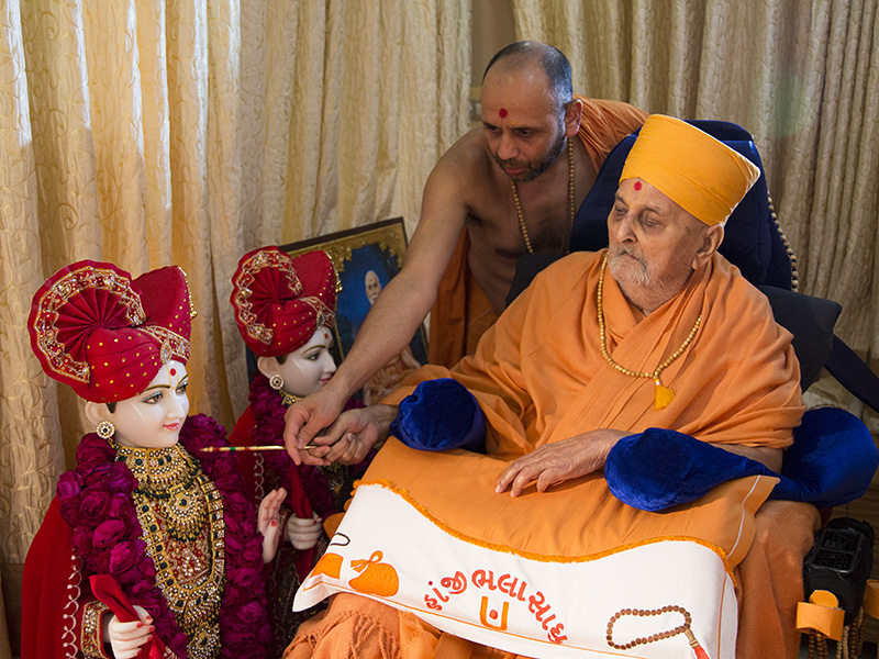 Swamishri performs pratishtha rituals for BAPS Shri Swaminarayan Mandir at Jagudan, India