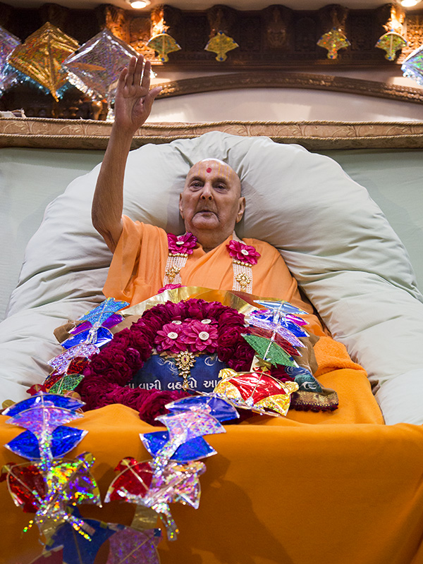 Swamishri blesses all in the evening
