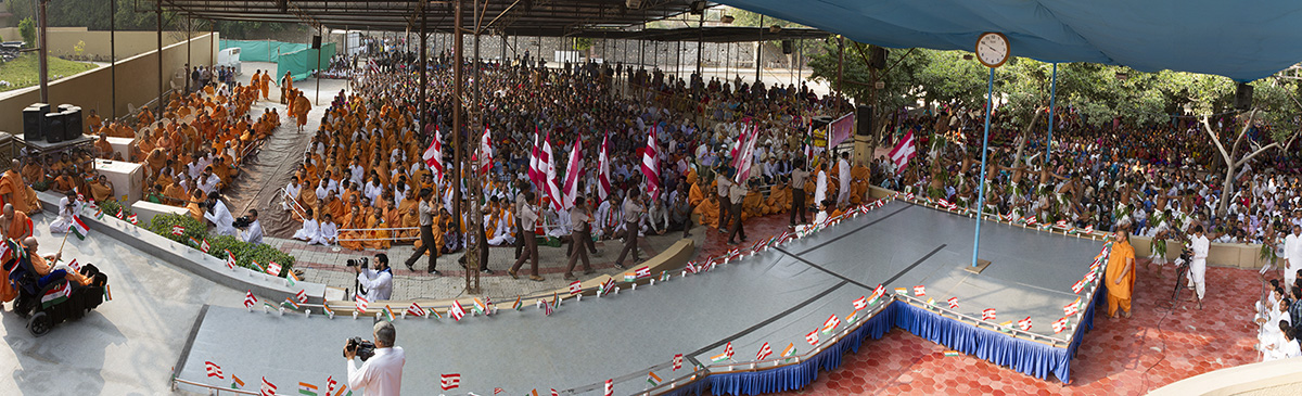 Parade by youths before Swamishri