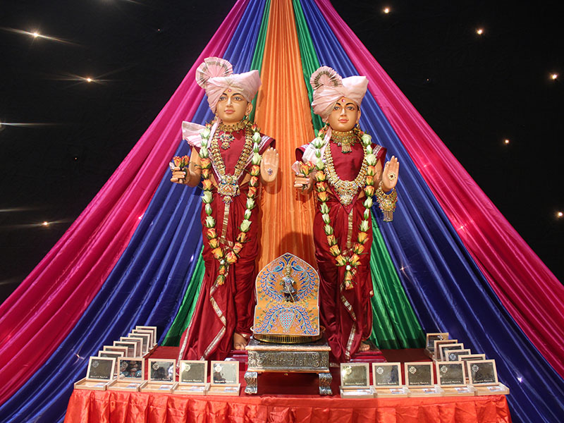 Become Adarsh: Personal Satsang Development Grand Awards Ceremony, London, UK - Awards for prize winners in the competitions