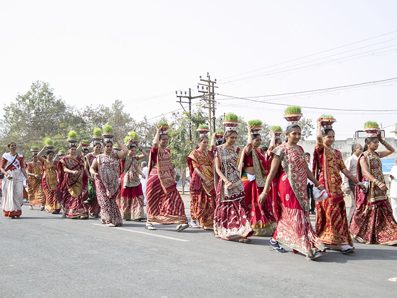 Women carrying 'jawara' participate in the procession