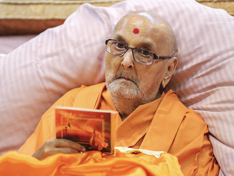 Swamishri inaugurates an audio publication 'Dhun-4'