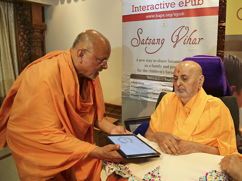 Swamishri inaugurates 'Satsang Vihar part 1' epub book