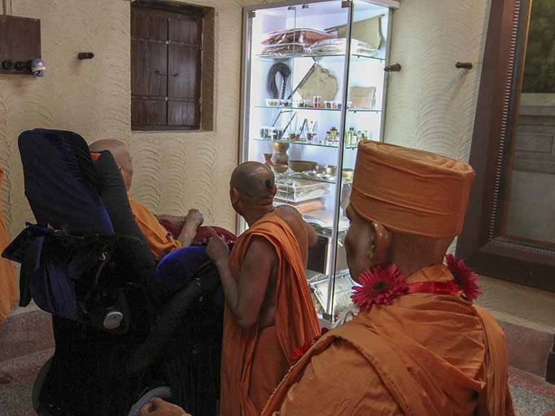 Swamishri doing darshan in Shastriji Maharaj's room