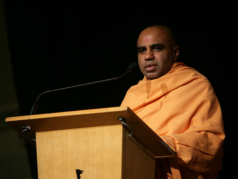 Satyavrat Swami addresses the assembly