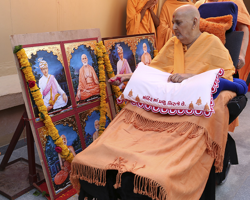 Swamishri performs murti-pratishtha for Vanakbori (Anand), South Boston (USA) and Lisbon (Portugal)