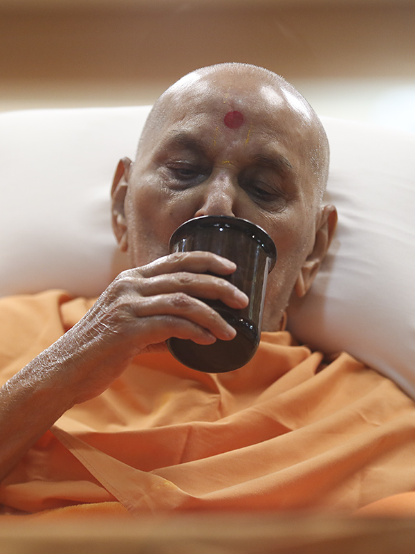 Swamishri drinking water