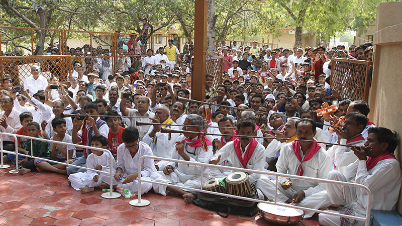 Devotees from Badalpur sing kirtans in traditional style