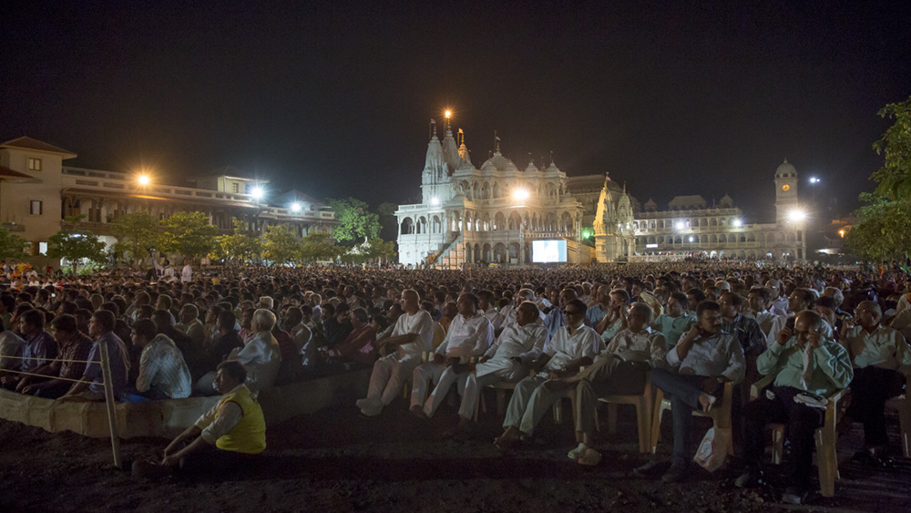 Devotees during the assembly in the mandir grounds on Guru Purnima