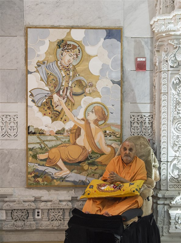 Swamishri with one of the murals displayed in the mandir
