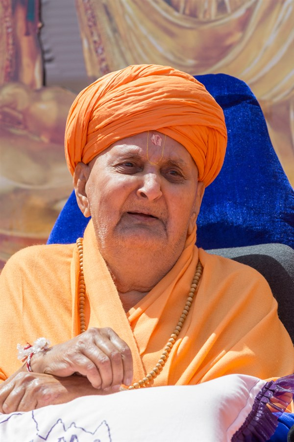 Swamishri in a divine, jovial mood after the pujan
