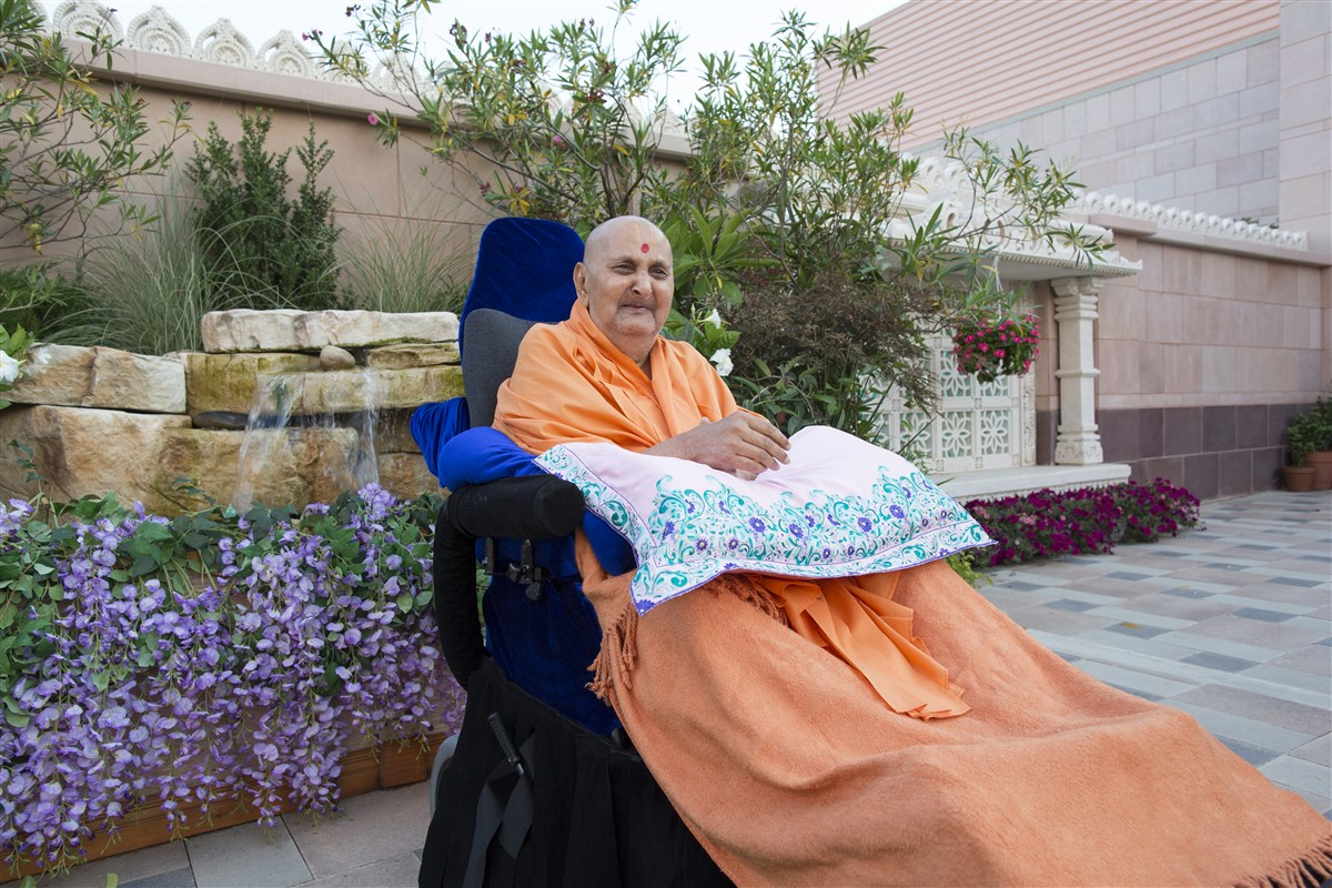 Swamishri in a divine mood in the mandir complex