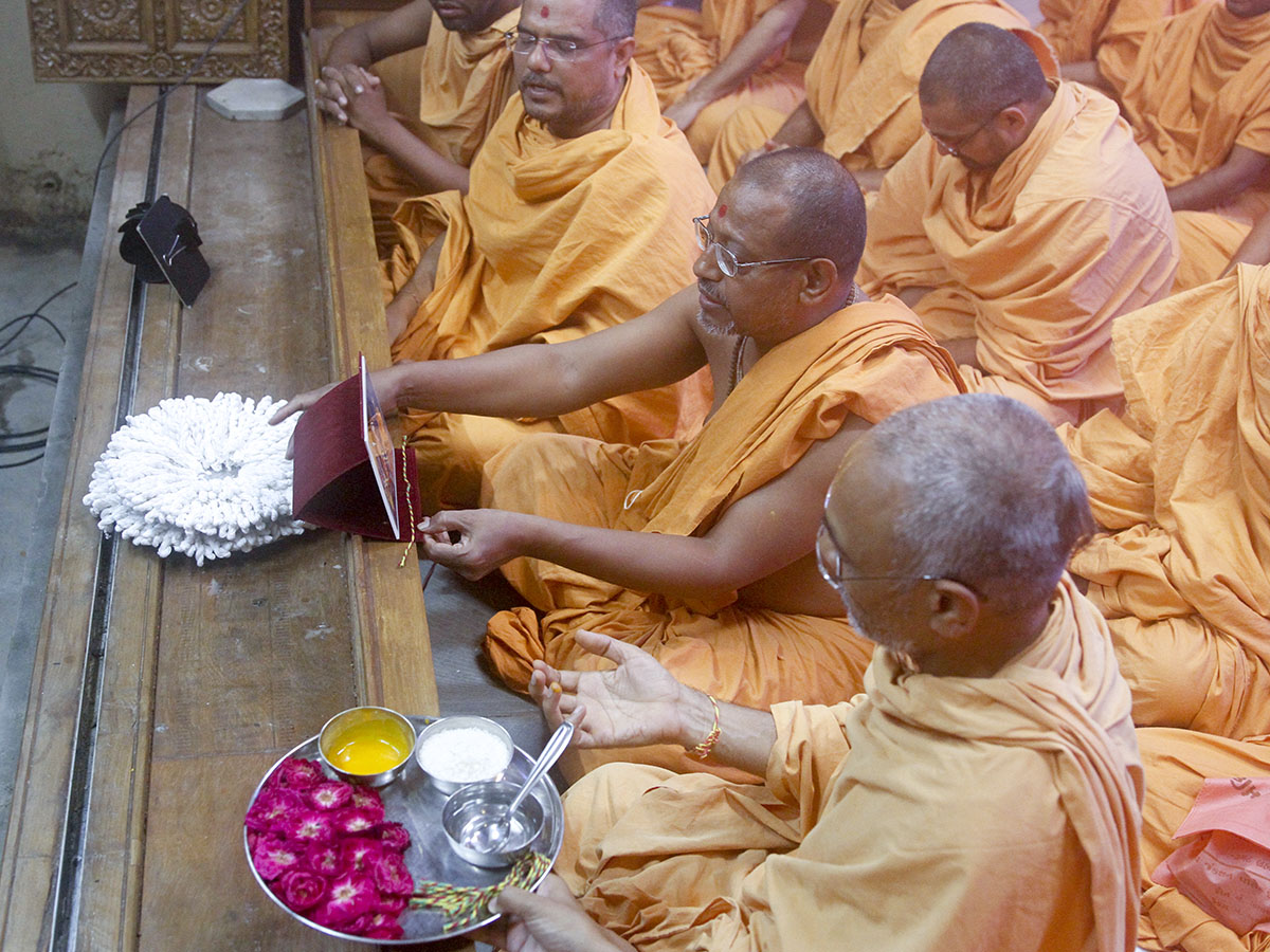 Sadhus performs janoi change rituals