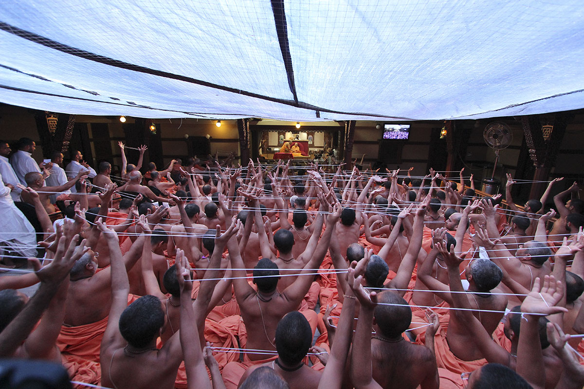 Sadhus perform janoi change rituals