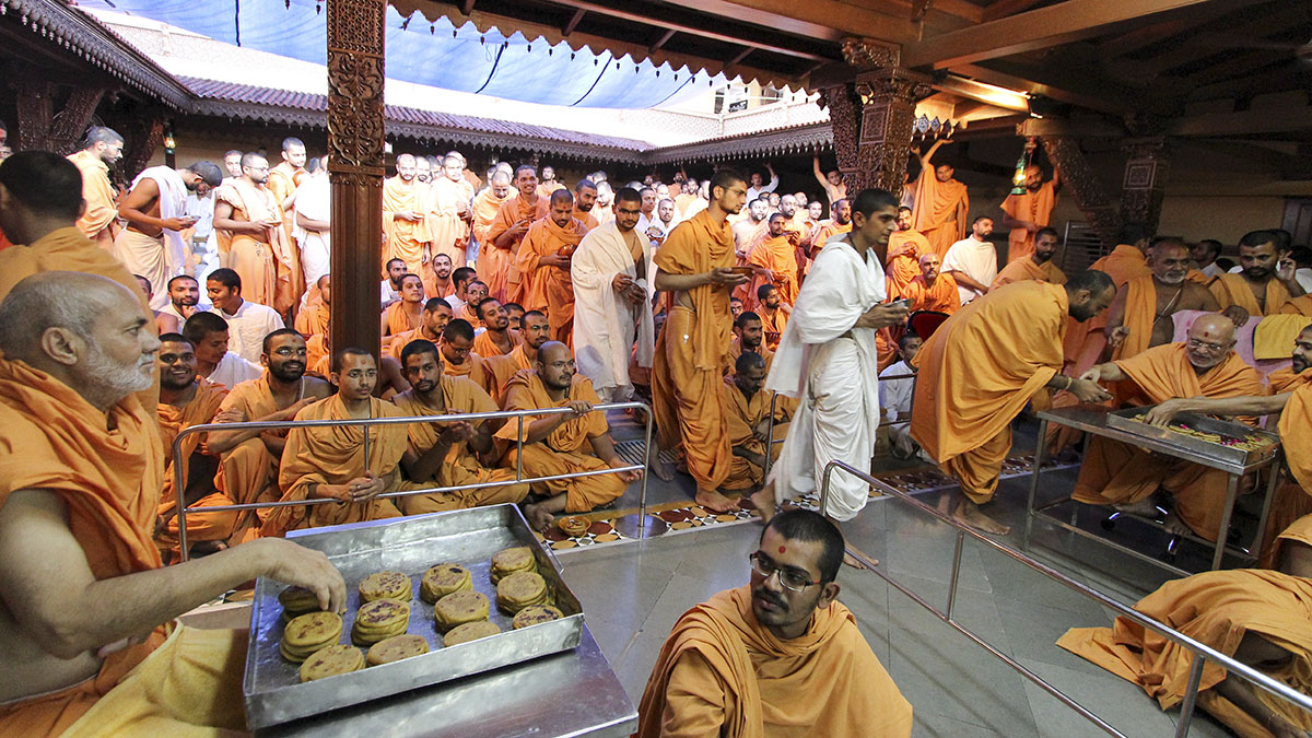 Sadhus are served the sanctified puranpolis in Swamishri's presence