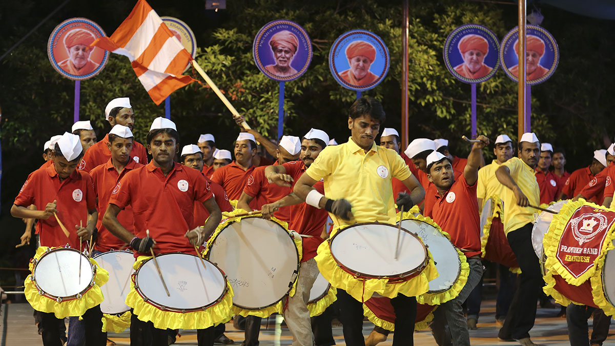 Satsangi youths of Pramukh Band, Khandesh (Maharashtra), perform before Swamishri