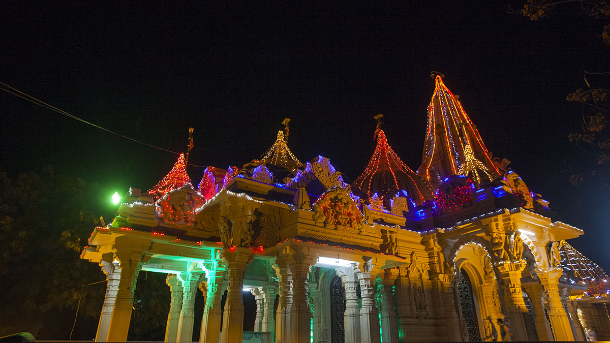 Shri Yagnapurush Smruti Mandir, Sarangpur, lit up for Diwali celebrations