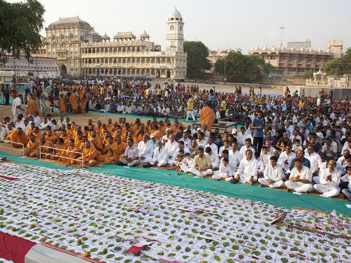 Sadhus and devotees during the Chopda Pujan mahapuja at Yagnapurush Smruti Mandir, Sarangpur