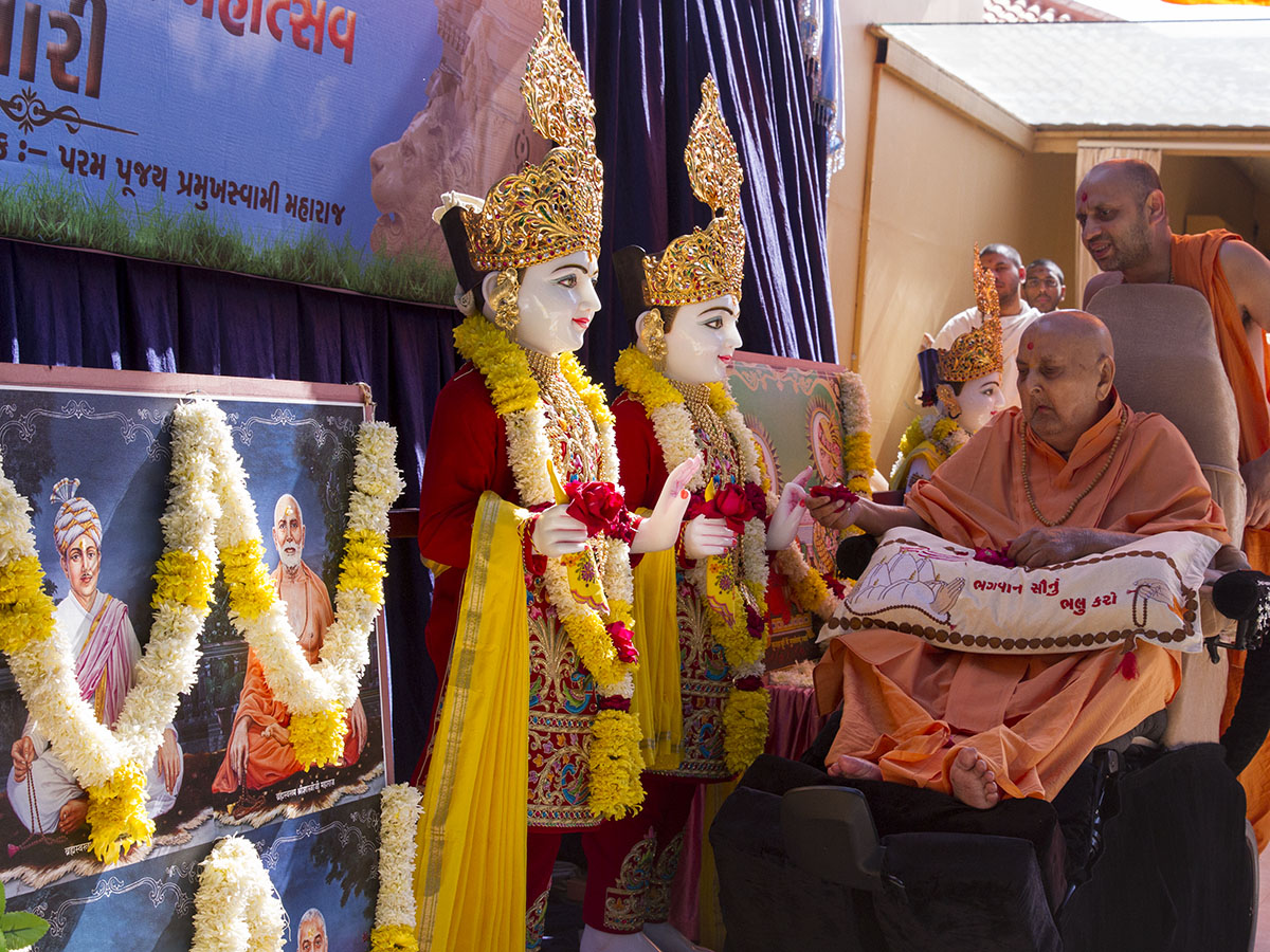 Swamishri performs pujan of murtis for new BAPS Shri Swaminarayan Mandir, Dhari