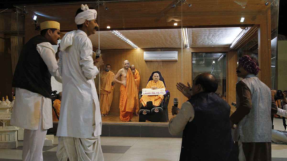 A skit presentation by youths before Swamishri in the evening