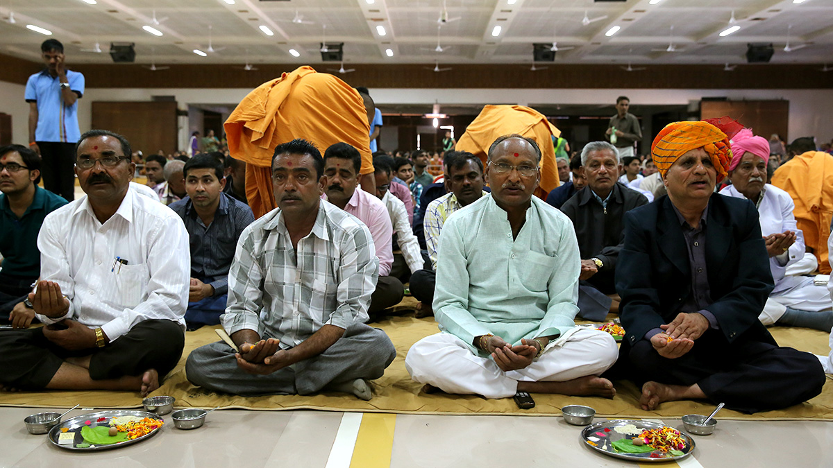Fathers of parshads participate in mahapuja