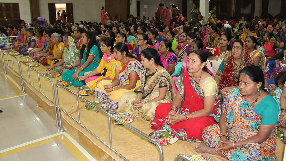 Mothers of parshads participate in mahapuja