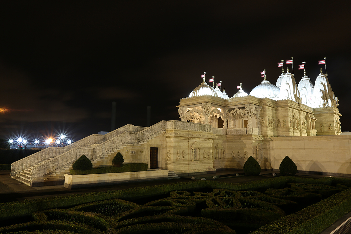 BAPS Shri Swaminarayan Mandir, London before Earth Hour