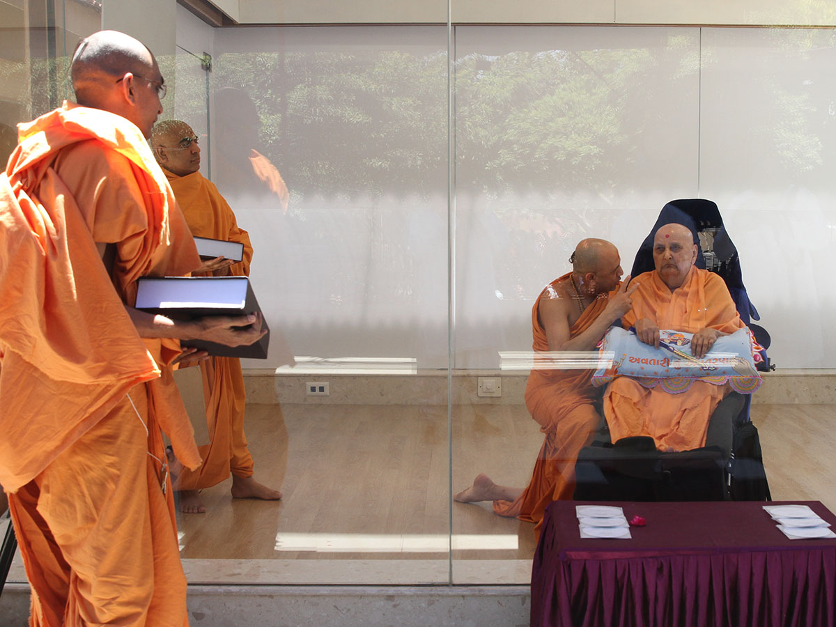 Swamishri blesses Adarshjivan Swami for his Ph.D. thesis