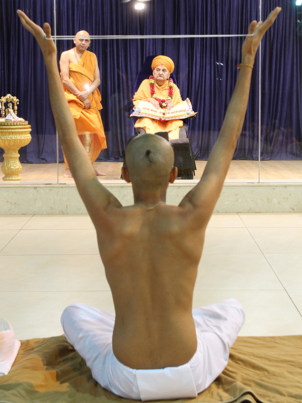 A newly initiated parshad participates in diksha ceremony