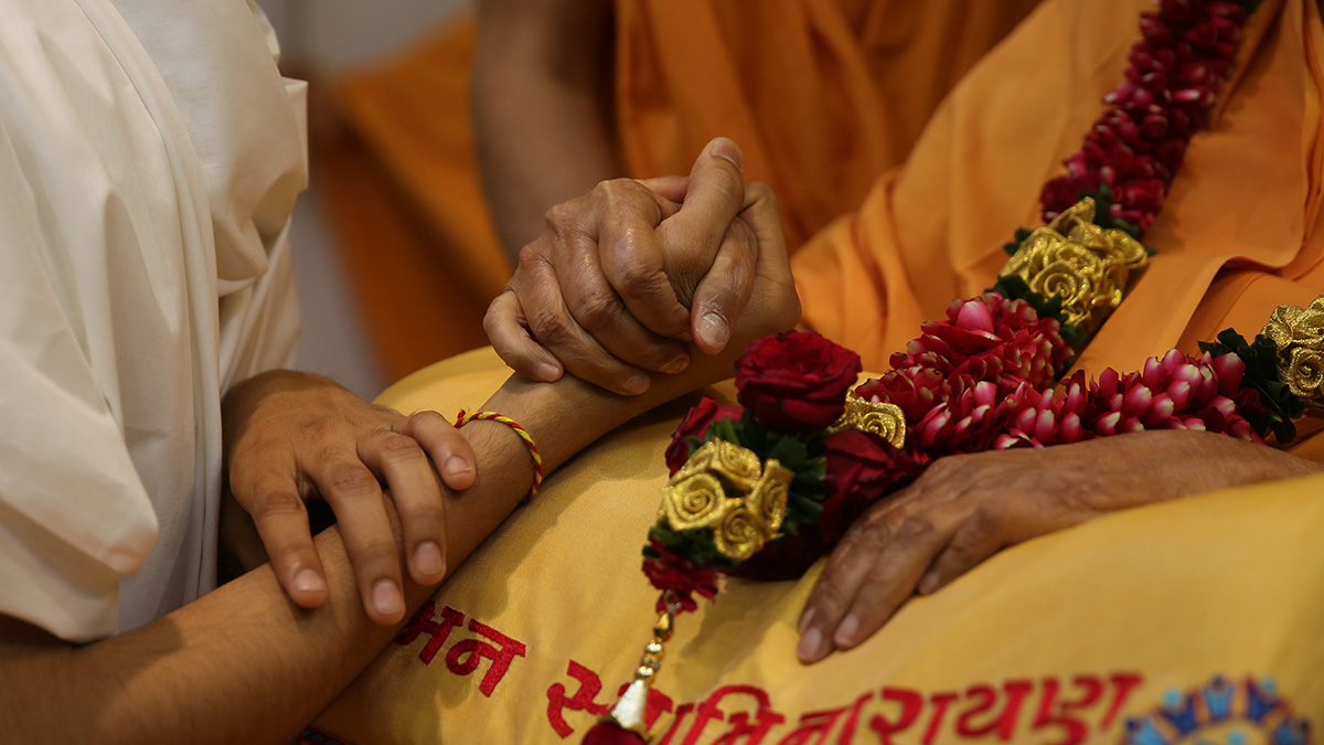 Swamishri blesses newly initiated parshad