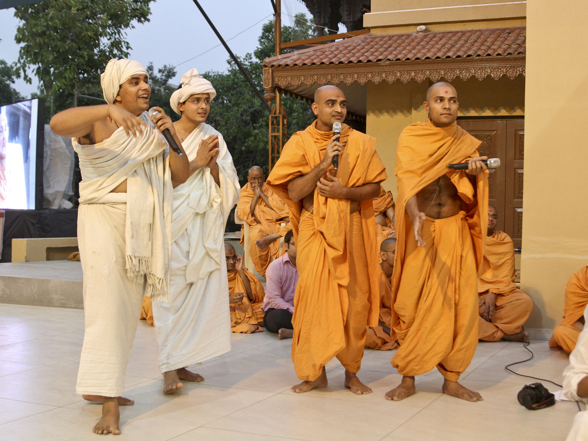 Sadhus and sadhaks perform before Swamishri