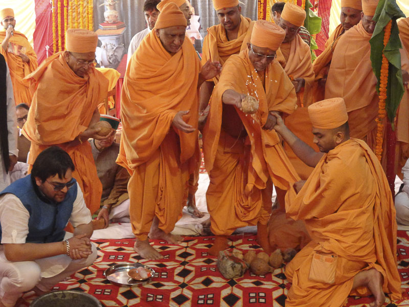 Shilanyas rituals being performed by Pujya Doctor Swami